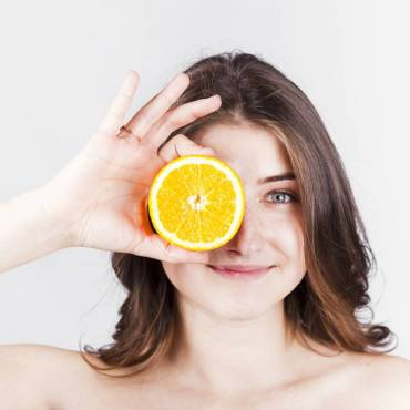 Vitamina C – 5 motive sa o incluzi in rutina ta