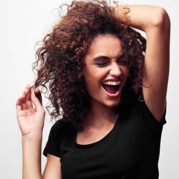 7 greșeli frecvente de îngrijire a părului creț